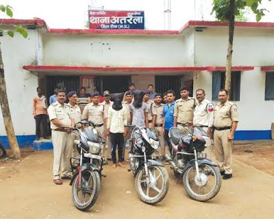 चोरी और लूट की बाइक बरामद, नाबालिग सहित दो गिरफ्तार