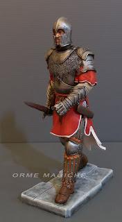 statuette fantasy cavaliere modellini realistici dettagliati armatura elmo orme magiche