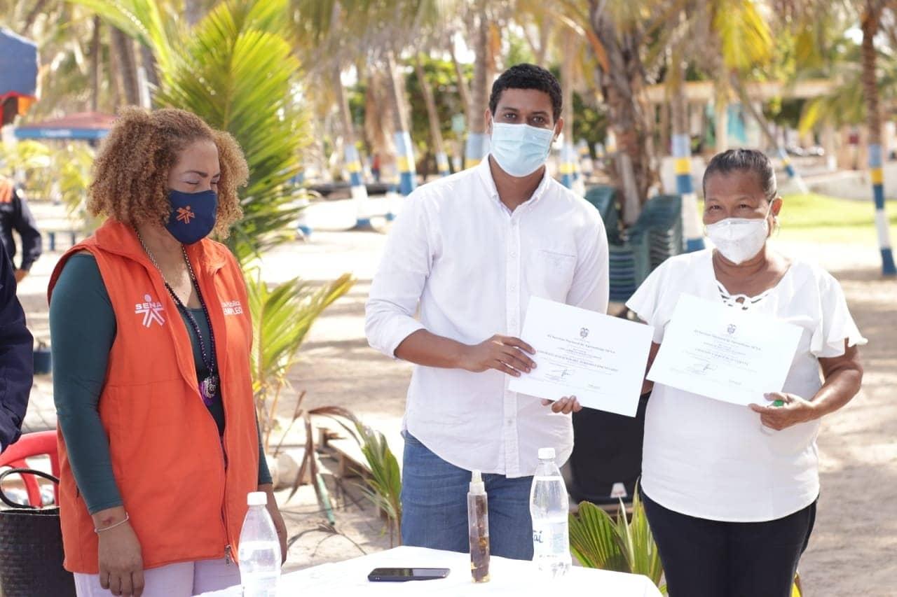 https://www.notasrosas.com/Dimar y Sena capacitan a vendedores de las playas de Riohacha