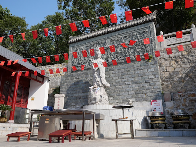 Guanyin Rock Temple (大士岩寺) in Xuzhou with PRC flags