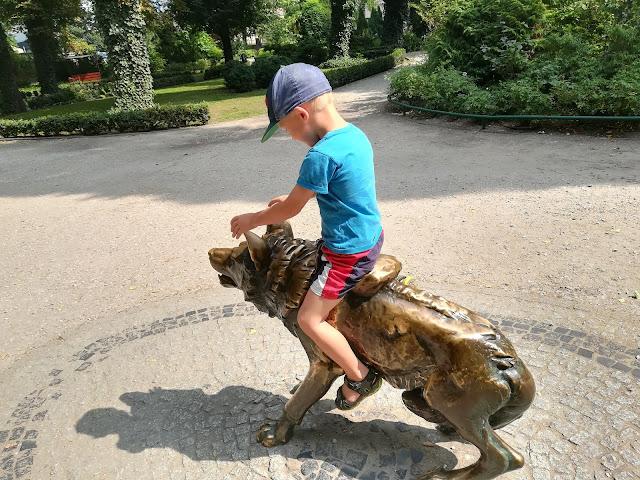Romulus w zoo... chłopiec rośnie jak na drożdżach