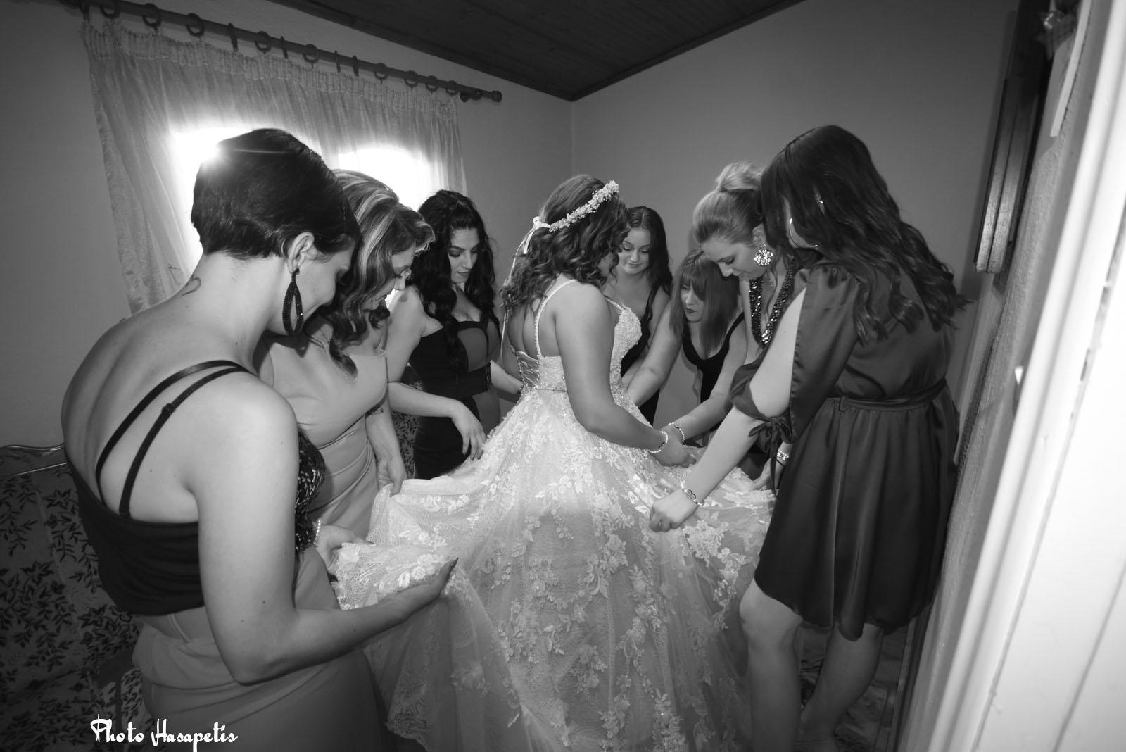 Φανταστικός γάμος στην Αλεξάνδρεια: Ο γαμπρός πήγε στην εκκλησία με νταλίκα και η νύφη με λεωφορείο!