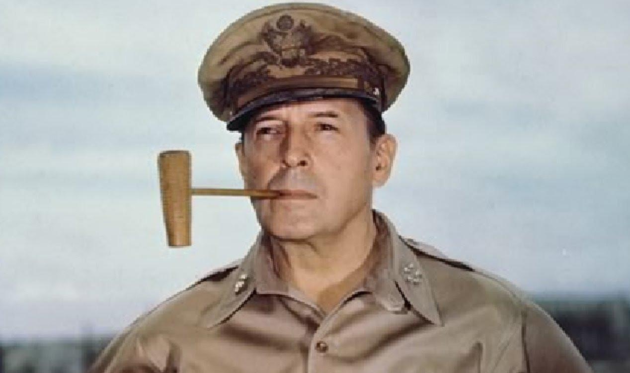 Resultado de imagen para Fotos: el general estadounidense Douglas MacArthur traslada su comandancia a Tokio.