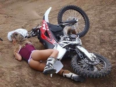 Engraçadas quedas de motos