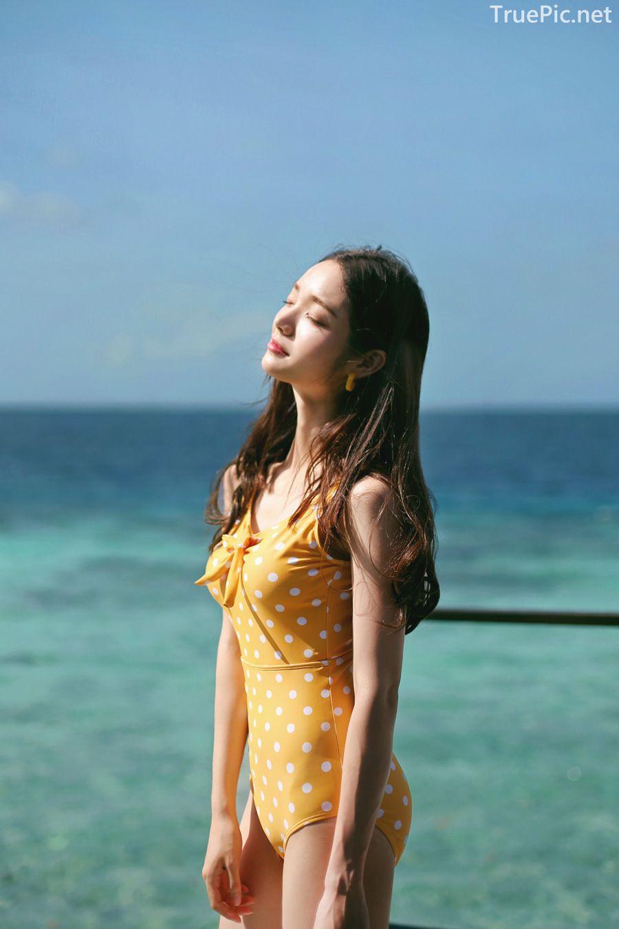 Korean fashion model Jeong Hee - Everyone once a monokini - Picture 4