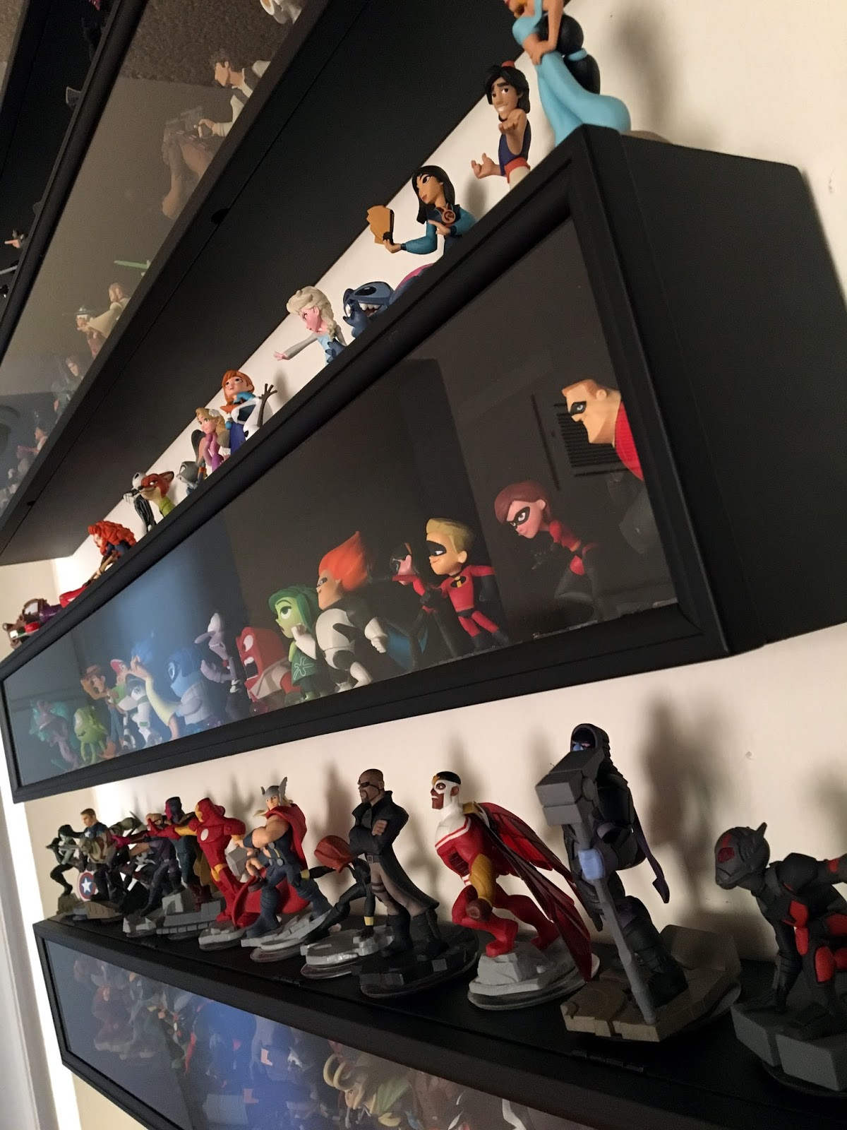 bd3edc4bd geek with curves: Disney Infinity Figure Display