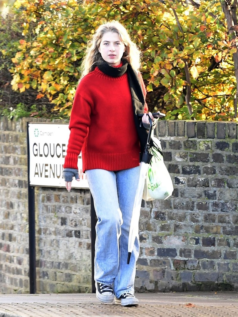 Anaïs Gallagher Clicked Outside in London 19 Nov-2020