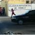 Sem noção: Mulher joga pedras na delegacia de Piancó e termina presa