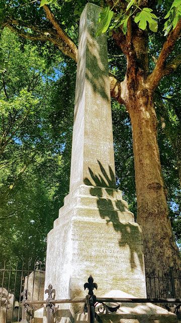 Daniel Defoe's Grave, Bunhill Fields