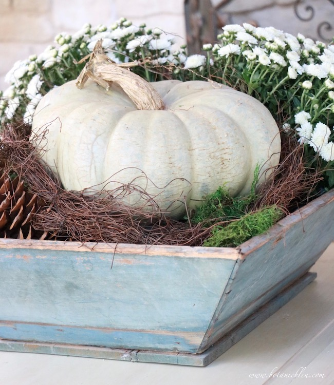 Welcome Fall decorating DIY tips for how to style a rustic blue box
