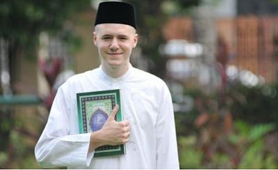 Subhanallah, Seorang Dokter Di Amerika Masuk Islam Karena Satu Ayat Al-Quran, Menakjubkan