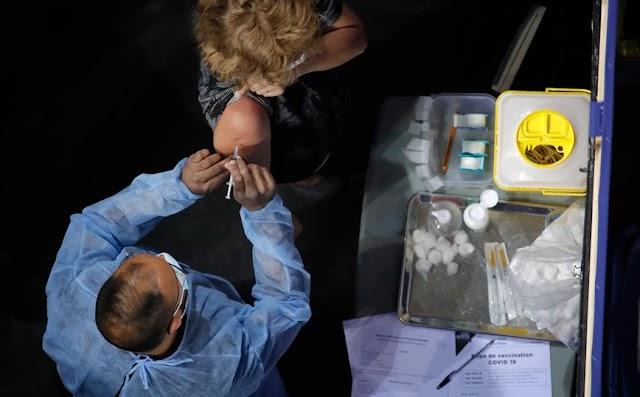 Ο μισός πληθυσμός της Ευρώπης έχει εμβολιαστεί πλήρως