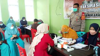 Kapolsek Curio Pantau Pelaksanaan Vaksinasi Di Puskesmas Sumbang Untuk Tingkatkan Imunitas Tubuh
