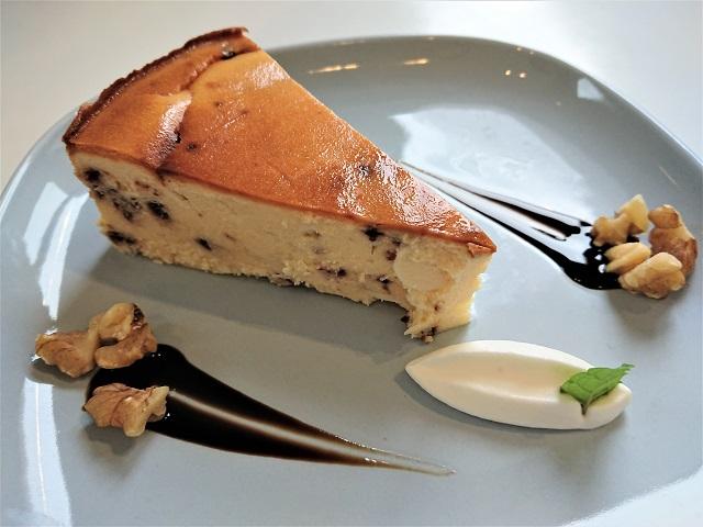 カフェ ブォナジョルナータ ホワイトチョコとベリーのベイクドチーズケーキ