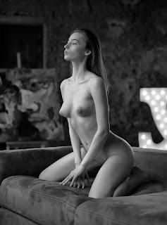 顽皮的女孩 - Vladimir%2BStefanovich-niZt3C_j8aA.jpg