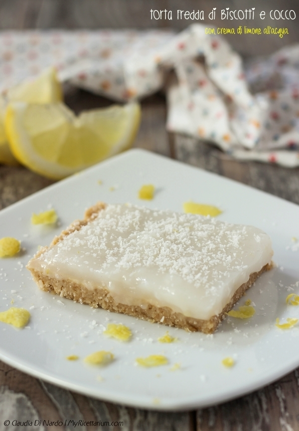 Torta fredda di biscotti e cocco con crema di limone all'acqua