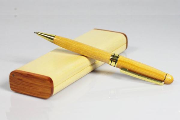 Bút gỗ khắc tên giá rẻ chất lượng