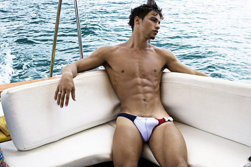 Pablo-Morais-pelado-bunda-de-fora-pentelhos-nu-ator-modelo-internacional-8