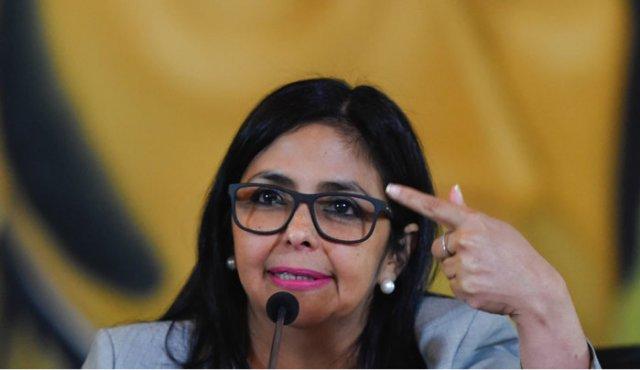 """El directo mensaje de Delcy Rodríguez a Marco Rubio sobre el """"falso positivo"""" de la quema de un camión en Colombia"""