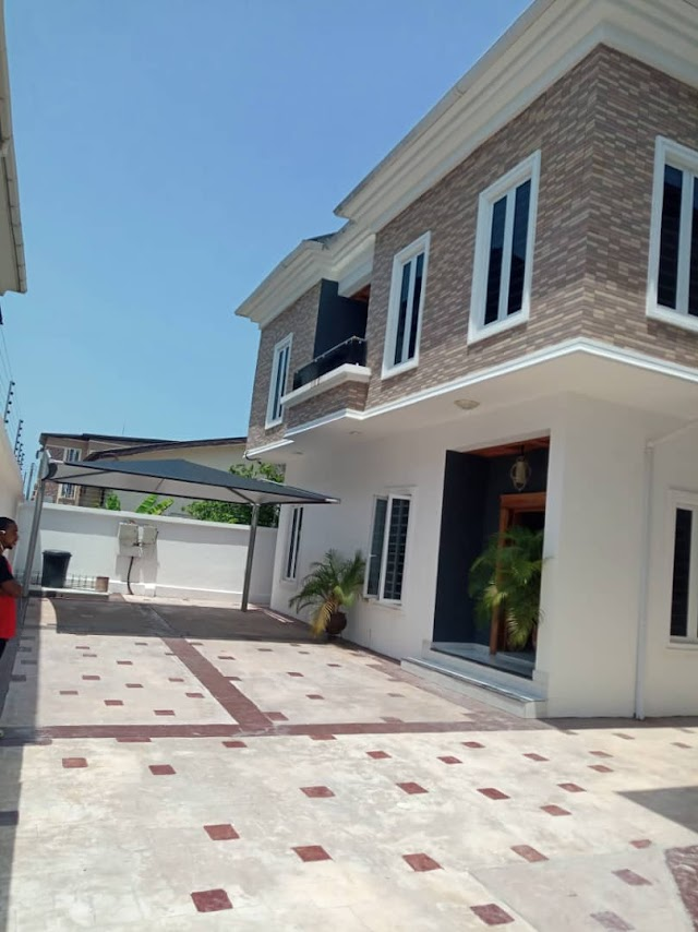 WELL FINISHED NEWLY BUILT 5BEDROOM FULLY DETACHED DUPLEX AT OSAPA LEKKI.