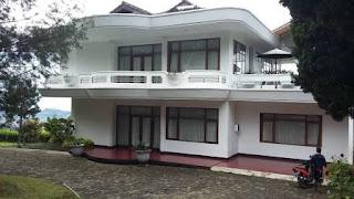 Villa Putih Di Lembang Asri Bandung Barat