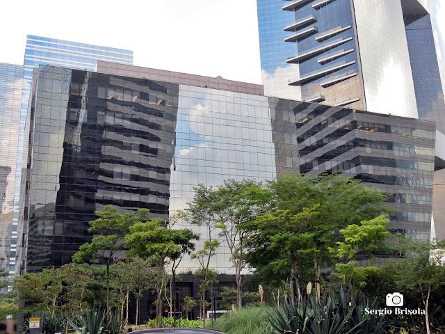 Vista ampla da fachada do edifício Rochaverá Diamond Tower - Chácara Santo Antônio - São Paulo