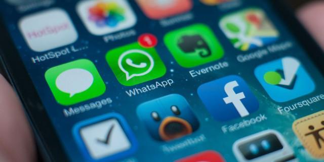 Siri podrá leer mensajes de WhatsApp