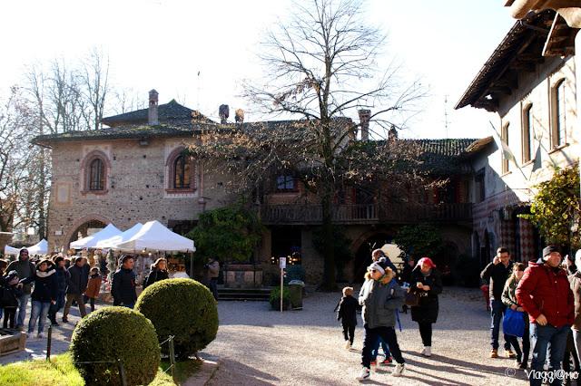 Mercatino di natale allestito nel borgo medievale