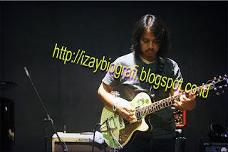 Dewa Budjana (I Dewa Gede Budjana; lahir di Sumba Barat, Nusa Tenggara Timur, 30 Agustus 1963; umur 47 tahun) adalah anggota grup musik Gigi. Ketertarikan dan bakat Dewa Budjana pada musik, khususnya gitar, sudah sangat dominan terlihat sejak ia masih duduk di bangku Sekolah Dasar di Klungkung Bali. Sampai-sampai, Budjana kecil pernah mencuri uang kakeknya untuk sekedar memenuhi keinginannya membeli gitar pertamanya seharga 10.000 rupiah.Sejak memiliki gitar pertama inilah yang membuat Budjana tidak lagi memiliki semangat untuk bersekolah, baginya gitar adalah nomor 1. Pada saat itu Budjana mempelajari sendiri teknik bermain gitar, dan dia mampu dengan cepat mahir mempe