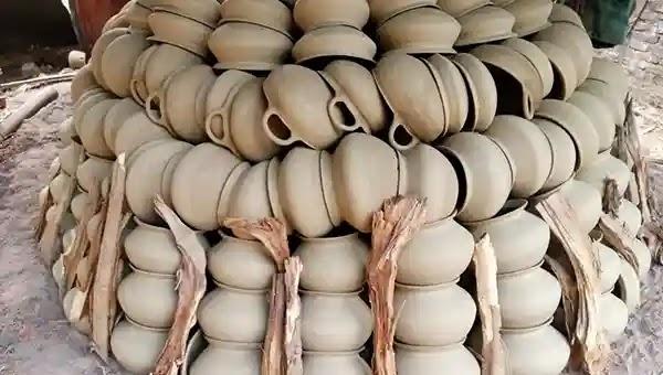 বিলুপ্তপ্রায় মৃৎশিল্প ধরে রেখেছে বাঁশখালীর কুমারপাড়া