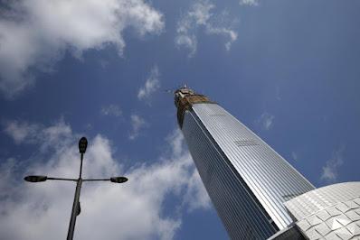 gedung pencakar langit