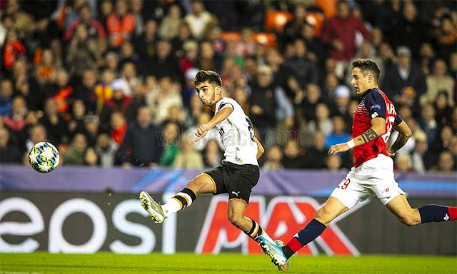 Valencia tạo cục diện khó lường ở bảng đấu của Chelsea