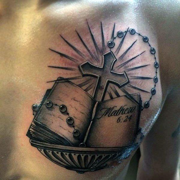 Tatuaje de rosario con biblia