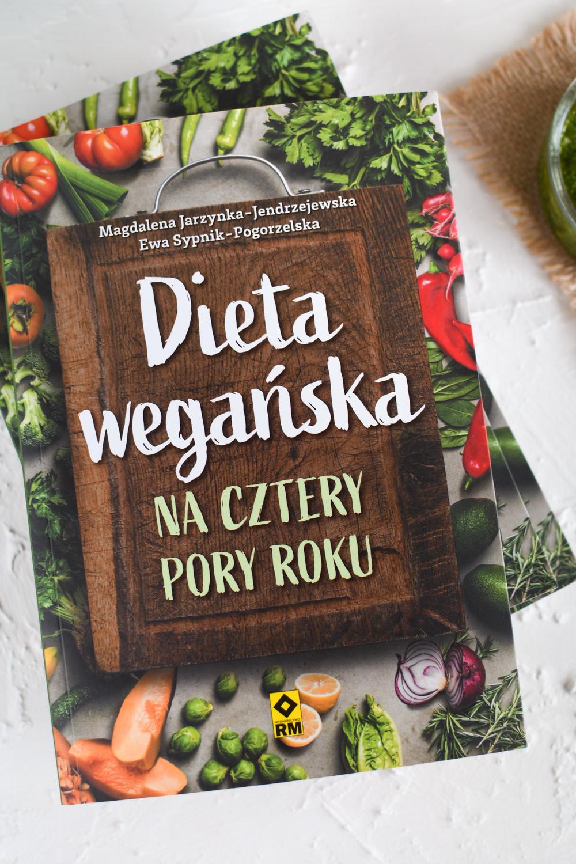 """Dieta wegańska na cztery pory roku"" - recenzja książki i konkurs!"