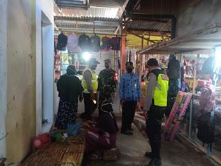 Penegakan Prokes di Pasar Tradisional Banyuanyar