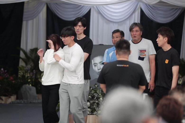 Aloysius Pang's parents (mother in white top; father in grey T-shirt) were visibly distraught as they arrived at around 11.30am on Sunday (Jan 27) with family members in tow.