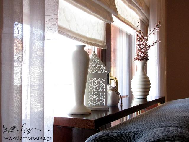 Diy τραπέζι-κονσόλα και διακόσμηση πίσω από τον καναπέ.