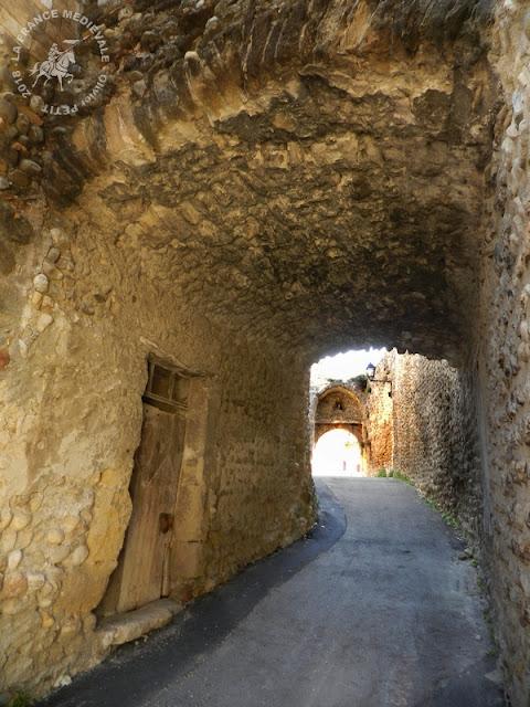 BUISSON (84) - Portes fortifiées et remparts médiévaux