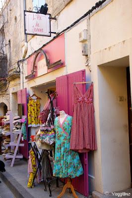 Uno dei tipici negozi provenzali di Arles