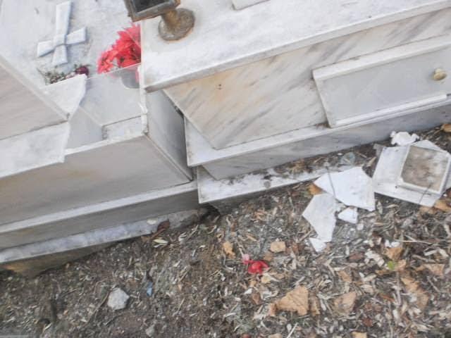 Φθιώτιδα: Επιδρομή ιερόσυλων στο νεκροταφείο της Υπάτης (ΦΩΤΟ)