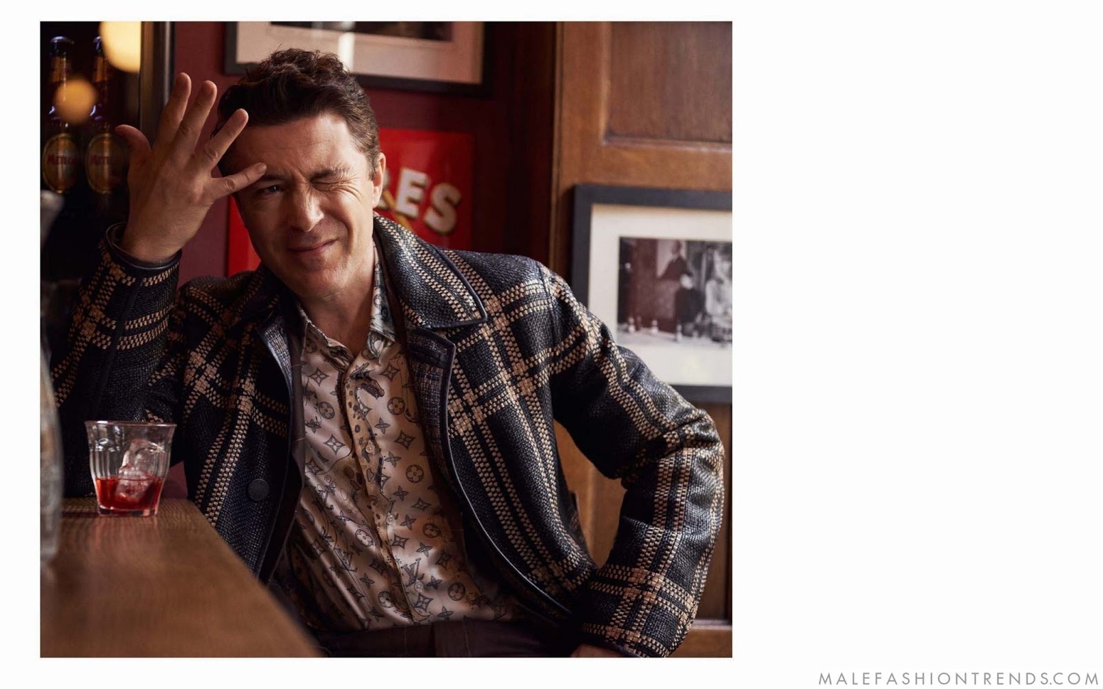Aidan Gillen para Esquire UK por David Tlitow