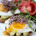 Pożywne śniadanie: grzanki z sadzonym i awokado