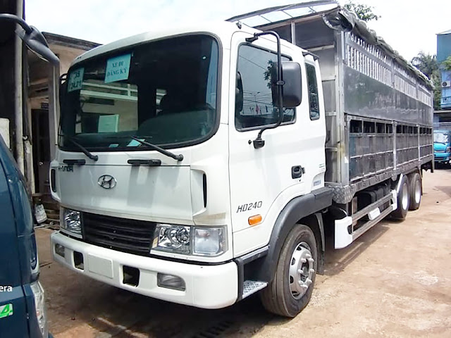 Hyundai HD240 thùng chở gia súc lợn heo