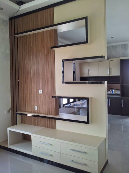 Model sekat ruangan minimalis modern Bahan HPL Motif Kayu