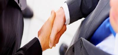 Hukum Bersalaman dan Cium Tangan Dengan Non Muslim