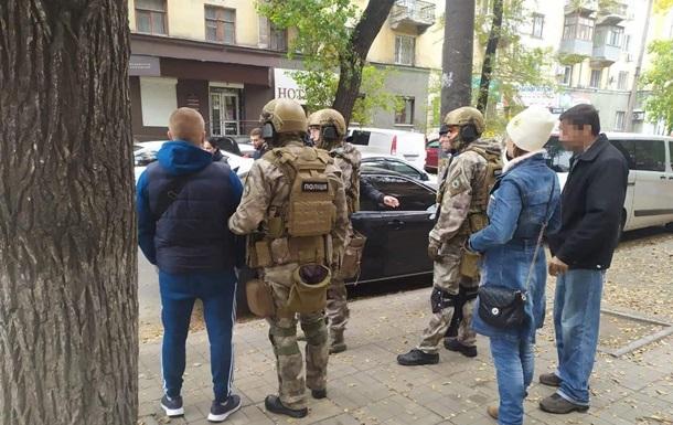 На Дніпропетровщині банда рекетирів вимагала гроші у аграріїв
