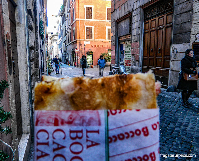 Pizza al taglio, pizza servida em fatias em Roma, Itália