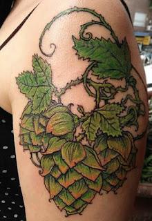 Tatuaje Cervecero de conos de lúpulo