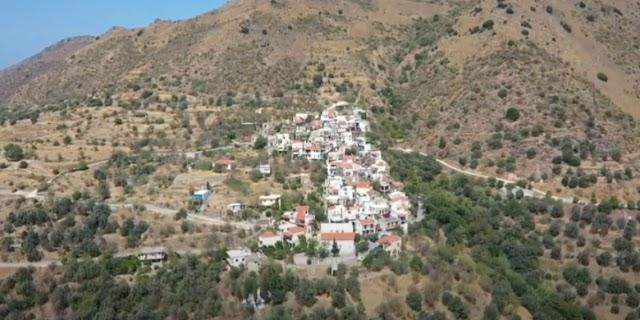 Το παράξενο ελληνικό χωριό Τρύπες και η ιστορία του