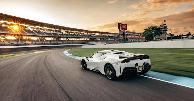 Ferrari SF90: record a Indianapolis per la supercar ibrida plug-in